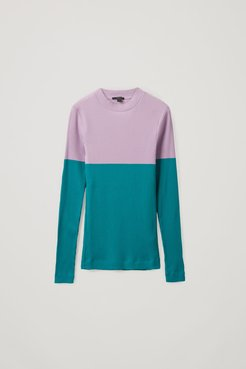 FITTED COLOR-BLOCK TOP