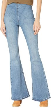 High-Rise Flare Bargain Bell in Medium Wash WPH8172 (Medium Wash) Women's Jeans