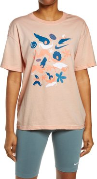 Nikecourt X International Women'S Day Graphic Tee