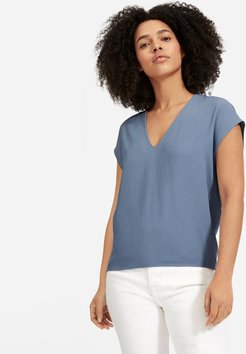 Japanese GoWeave V-Neck T-Shirt by Everlane in Dusty Blue, Size 0