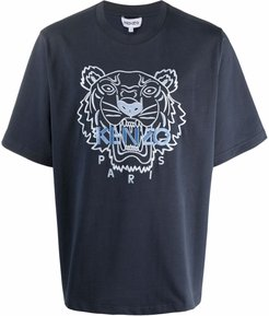 T-shirt con stampa in blu - uomo