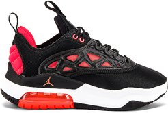 Air Max 200 XX Sneaker in Black. - size 5 (also in 5.5,6,6.5,7,7.5,8,8.5,9,9.5)