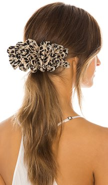 Tavi Ruffle Hair Clip in Brown.