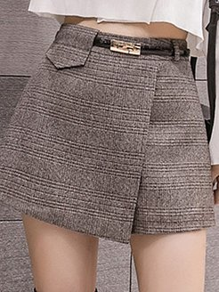 Autumn and winter woolen plaid skirt stores and shops, clothing stores,