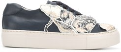floral patched sneakers - Blue