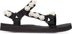 pearl-embellished sandals - Black