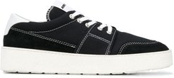 logo patch low-top sneakers - Black