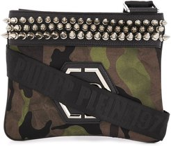 camouflage print studded shoulder bag - Green