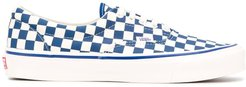 low top checkered pattern sneakers - White