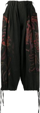 abstract print loose fit trousers - Black