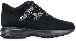 Interactive studded-logo sneakers - Black