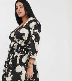 tiered wrap dres in bleached print-Black