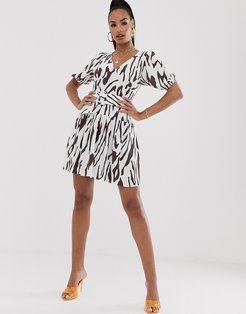 belted mini tea dress with puff sleeve in contemporary print-Multi