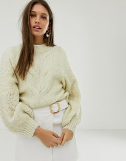 cable sweater in lofty yarn with volume sleeve-Cream
