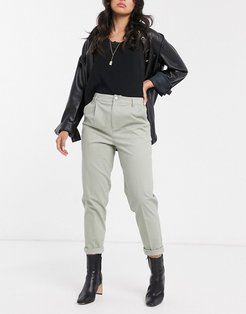 chino pants in sage-Green