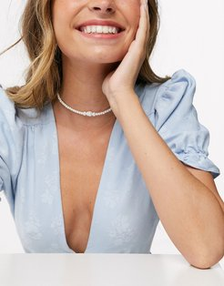 choker necklace in graduating pearls-Gold