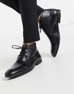 chukka boots in black leather