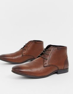 chukka boots in brown leather