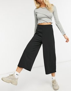 cropped black wide leg pants in jersey crepe