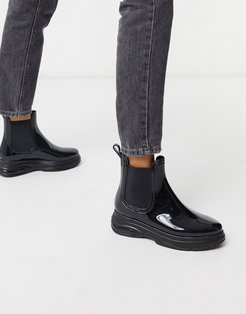 Given sporty wellies in black
