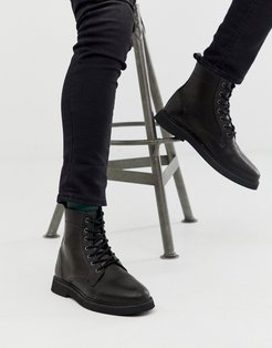 lace up boots in black leather with chunky sole