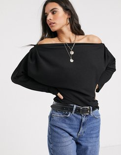 long sleeve top with fallen shoulder in Black-White
