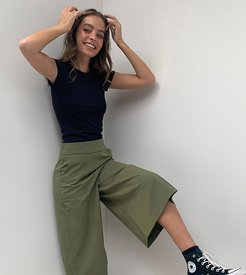 ASOS DESIGN Petite tailored clean culottes-Green