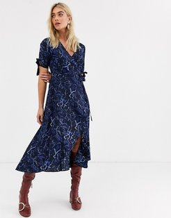 wrap mini dress in blue snake-Multi