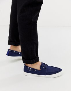 boat shoes in navy