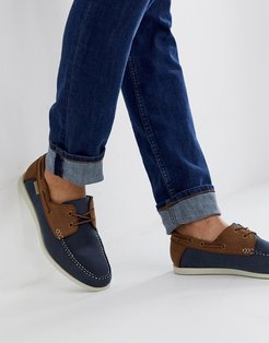 leather boat shoe in navy/tan