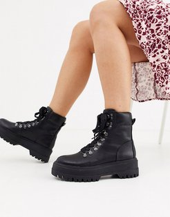 lace front hiker boots in black-Beige