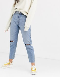 mom jean with belt in blue