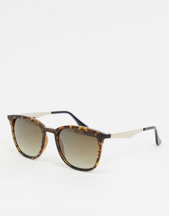 square sunglasses in tort-Brown