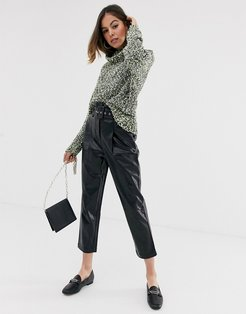 faux leather cropped pants-Black