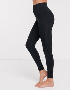 Eco biodegradable and recyclable seamless legging in black