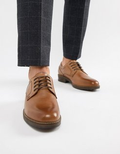 Elcot Lace Up Brogue Shoes In Tan