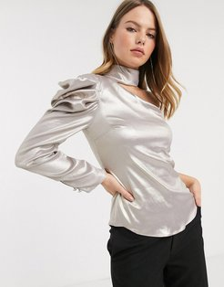 cut out blouse with puff sleeve in gold