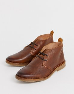 leather desert boot in brown