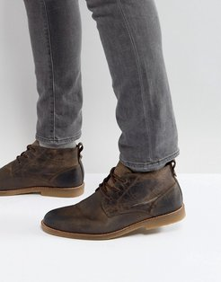 leather desert boots in light brown