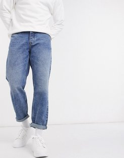 loose fit jeans in mid wash blue