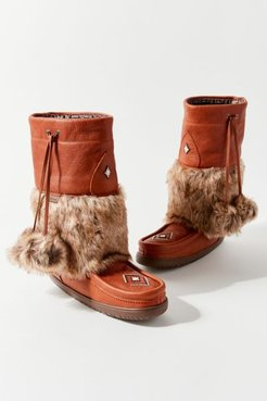 Snowy Owl Mukluk Winter Boot - Brown 10 at Urban Outfitters