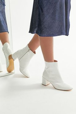 UO Kaya Femme Boot - White 6 at Urban Outfitters