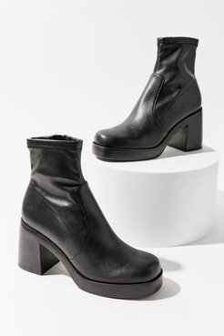 UO Exclusive Hooper Platform Boot - Black 10 at Urban Outfitters