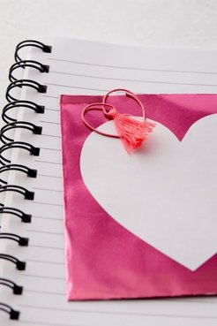 Heart Tassel Paper Clip Set - Pink at Urban Outfitters