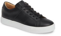 Royale Low Top Sneaker
