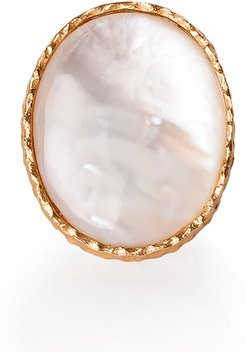 Statement Ring in Pearl