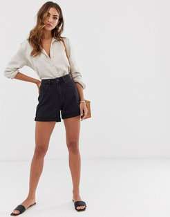 high waist denim mom short in black