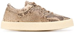 snakeskin effect sneakers - Brown