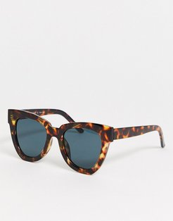 over sized cat eye sunglasses in tort-Brown