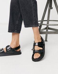 Faster sporty sandals in black